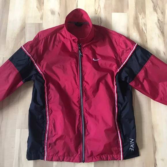 52809fe8ee Nike Men s Windbreaker Nylon Red Black Size Medium.  M 5ae0f3aa077b97df4073e0d9
